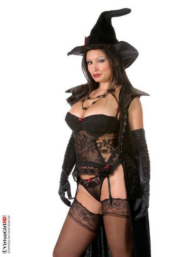 Все женщины - ведьмы. Эротические фото брюнетки