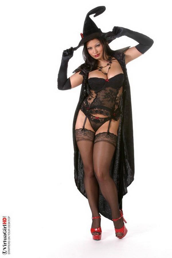 Все женщины - ведьмы. Эротические фото брюнетки # 02