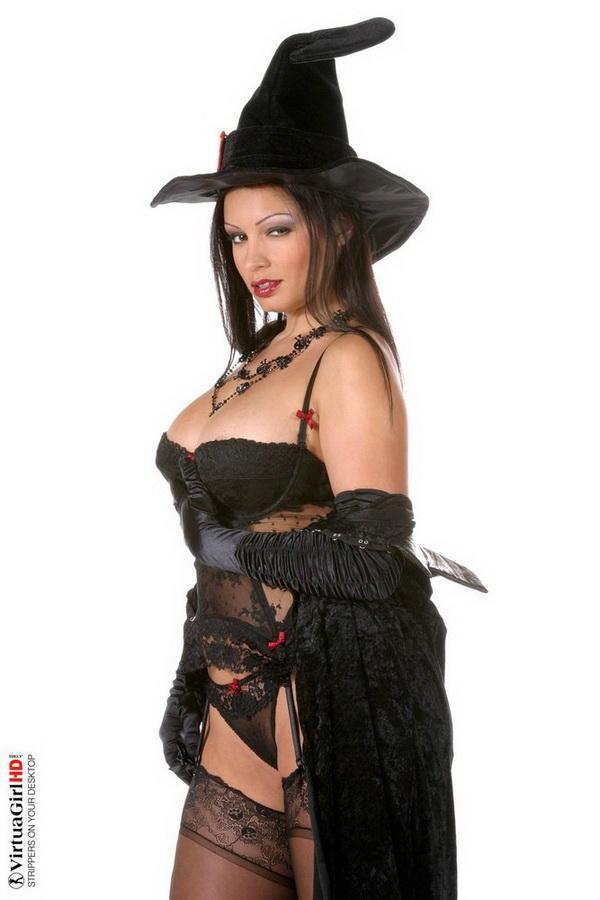 Все женщины - ведьмы. Эротические фото брюнетки # 03