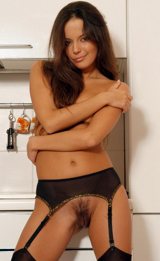 Фото красивой обнаженной девушки на кухне # 08