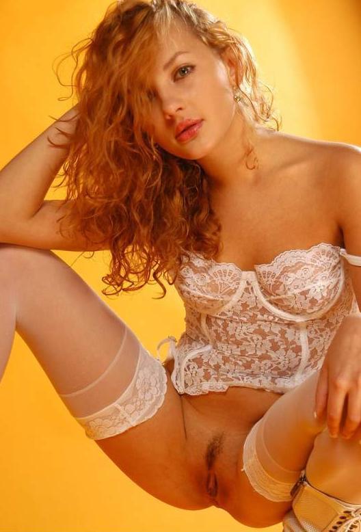 Красивая девушка в эротическом белье # 07