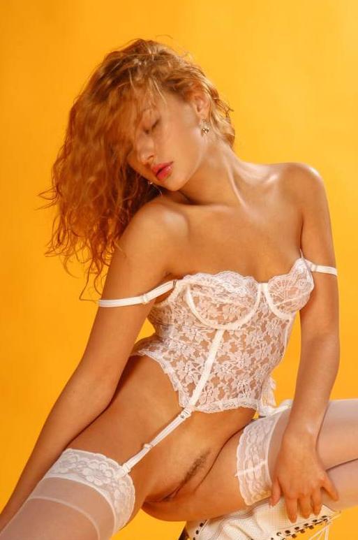 Красивая девушка в эротическом белье # 14