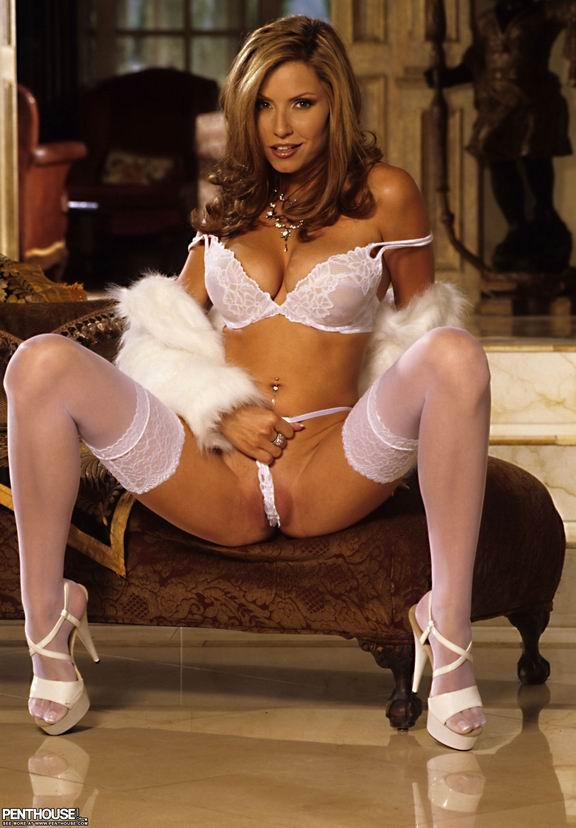 Красивая женщина в белых чулках # 03