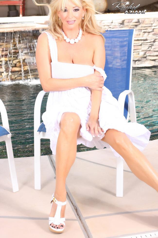 Блондинка в белом у бассейна # 05
