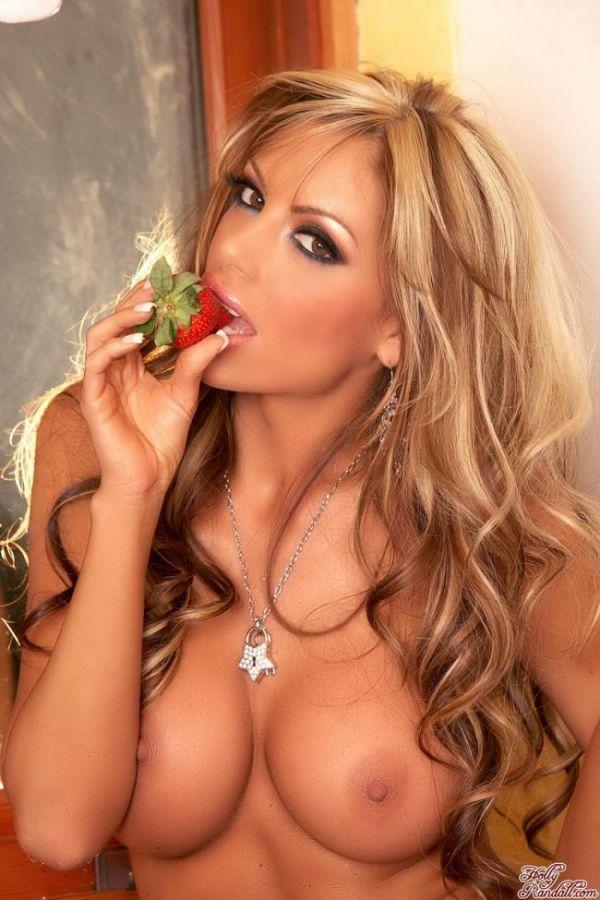 Сексуальная блондинка на кухне.  # 17