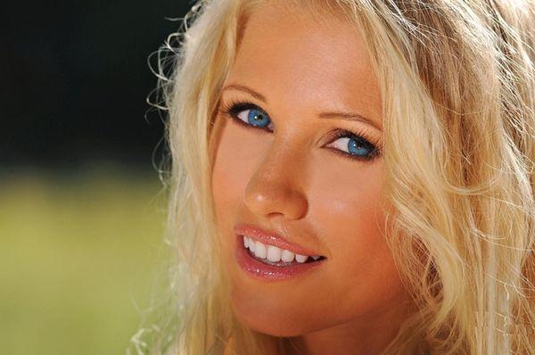 Эротические фото голубоглазой блондинки