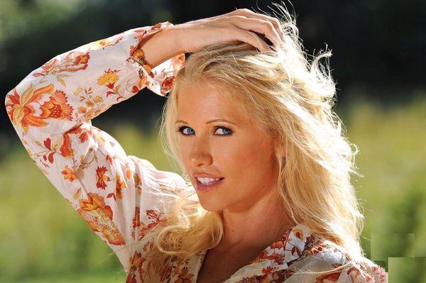 Эротические фото голубоглазой блондинки # 03