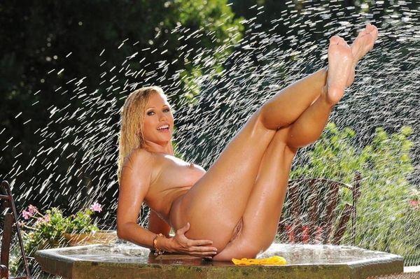Эротические фото голубоглазой блондинки # 18