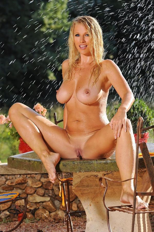 Эротические фото голубоглазой блондинки # 19